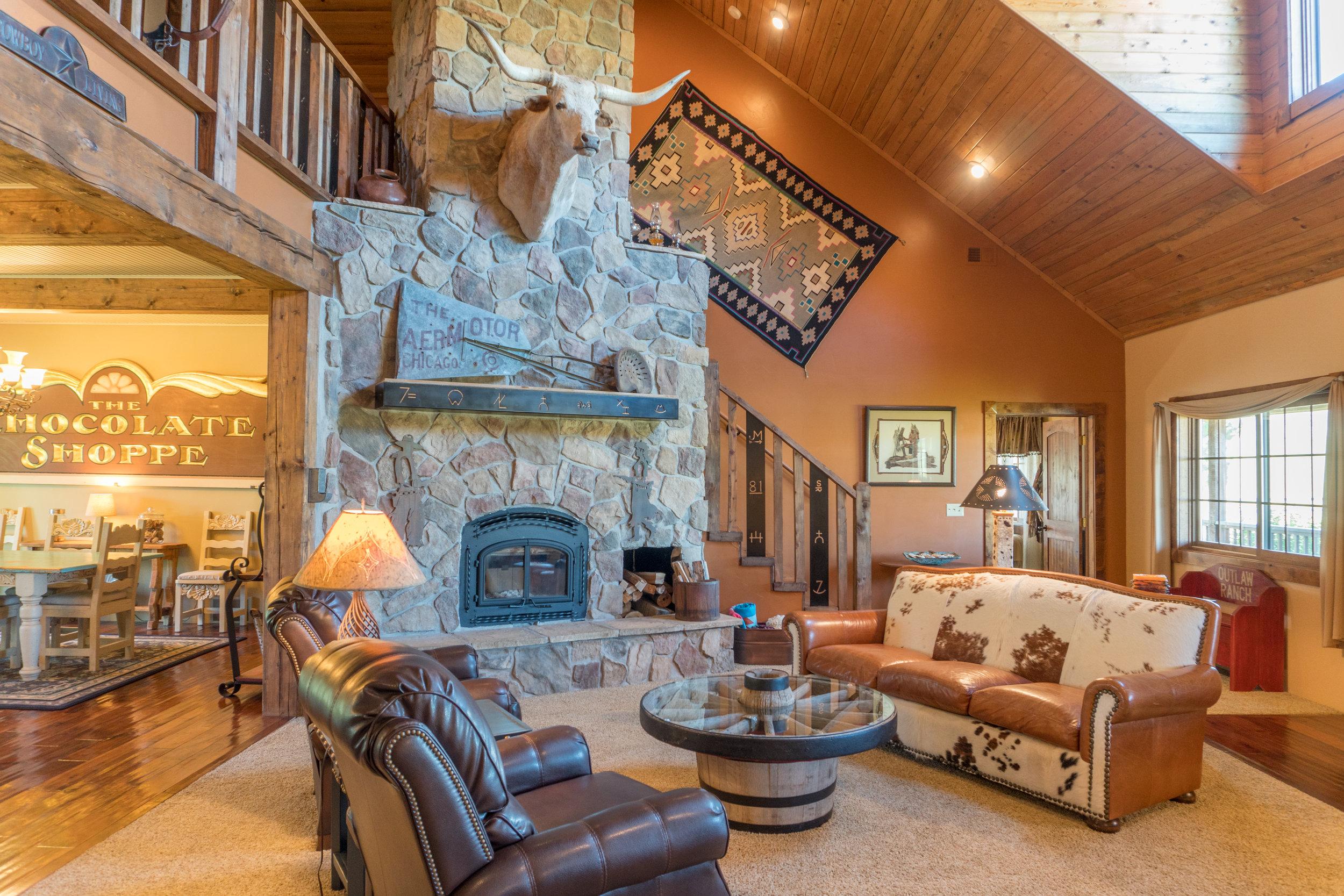 Glendo Luxury Home & Ranch 9.jpg