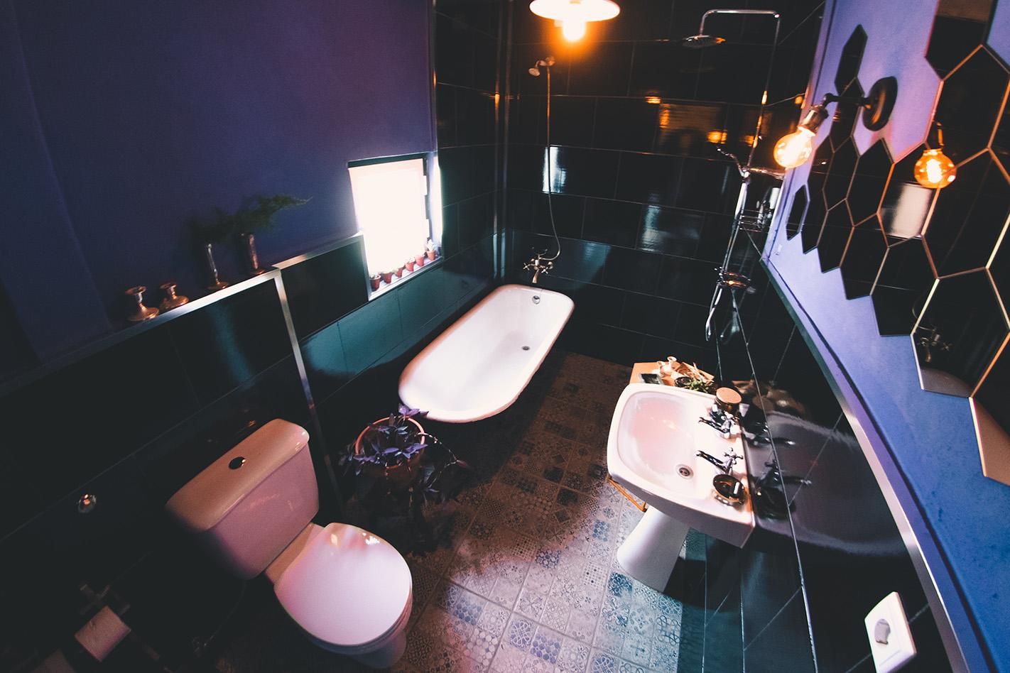 downstairs_bathroom_72.jpg