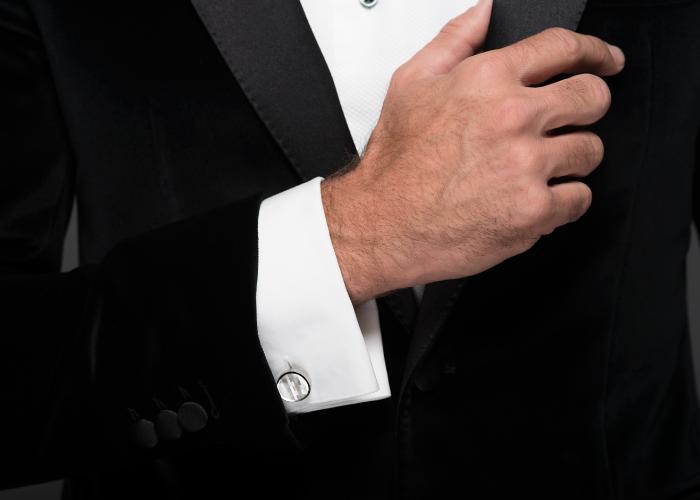 Tuxedo jacket in a black velvet cotton from Loro Piana (€1,590), tuxedo shirt in cotton from Thomas Mason (€190), bow tie in silk (€79)