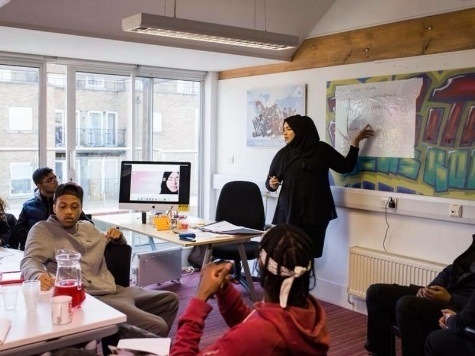 CakeFace Workshops (UK) - CakeFace Workshops is a creative project delivering ten soft skills sessions to young people aged 16-24 in Islington, London to help inspire and engage local communities to aim higher and reach goals.By: Merium Bhuiyan