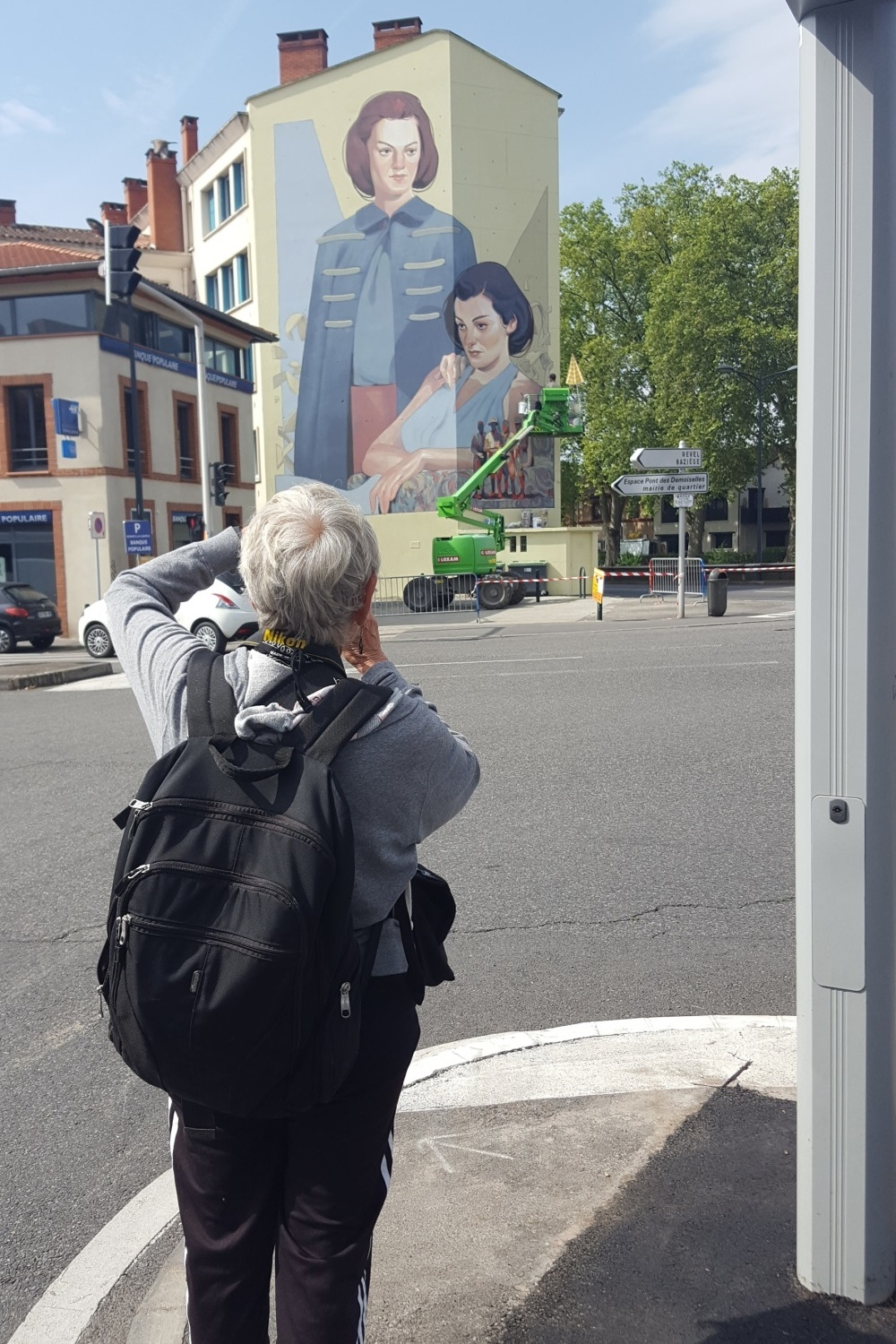 Marther Cooper photographing Aryz' Mural, Rose Beton 2016 Toulouse