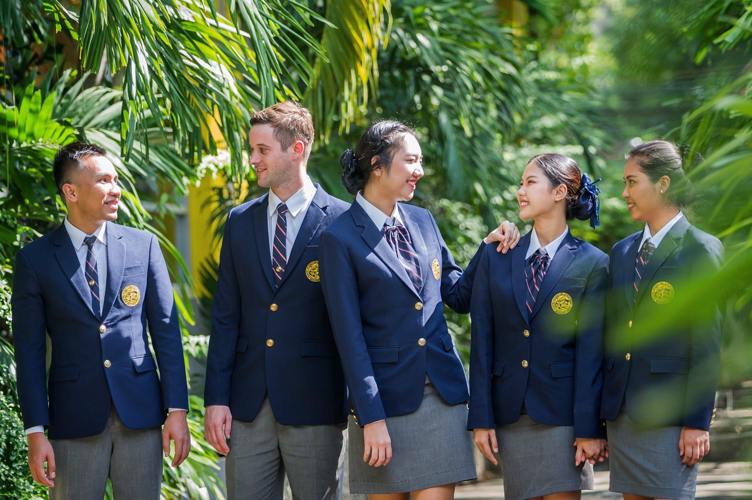 …. Students enjoying a sunny day on our campus in Bangkok .. นักศึกษาสนุกสนานกับการเรียนที่ไอทิม กรุงเทพ ….