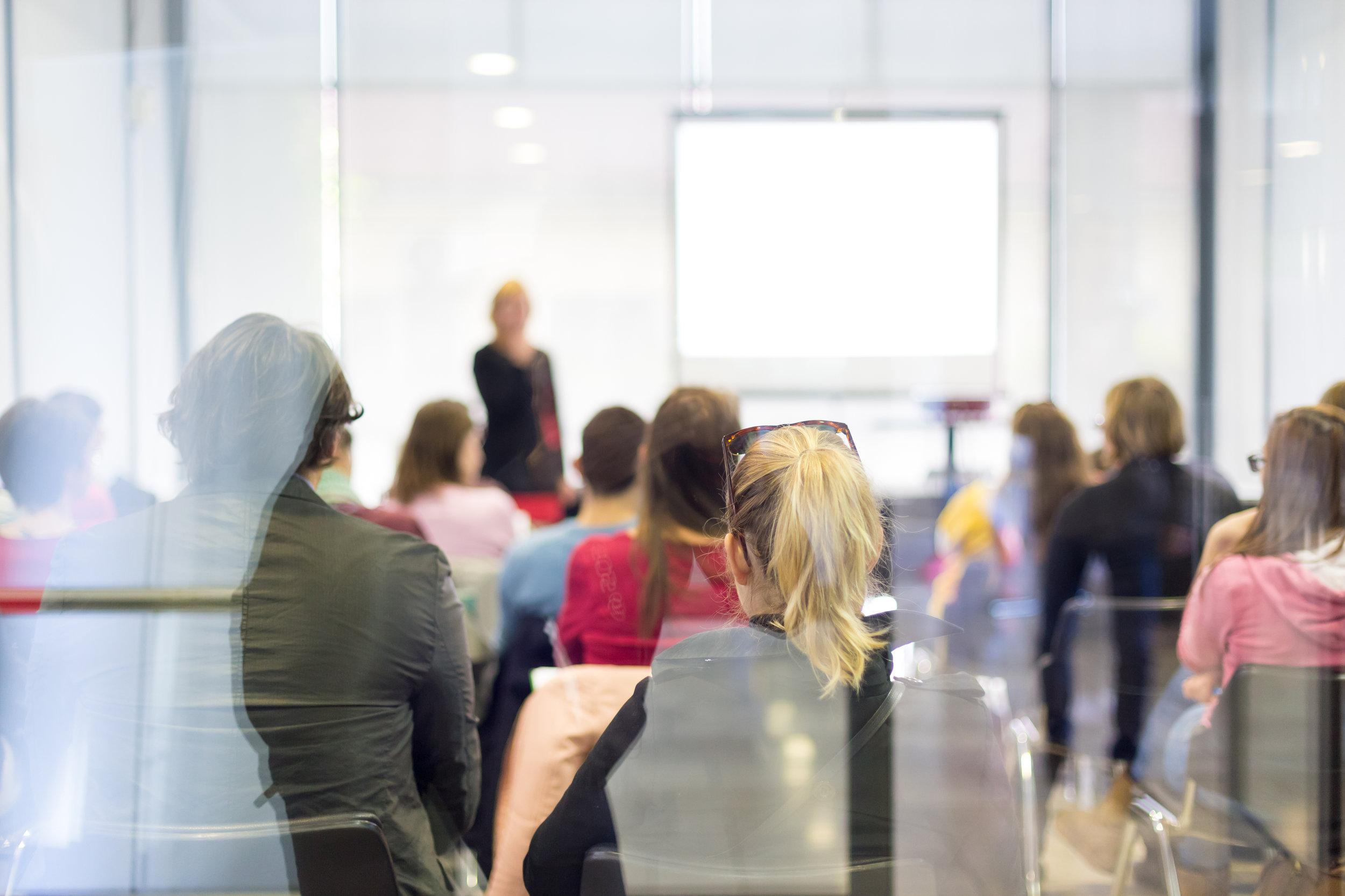 Wie bewege ich mein Publikum? - …das lernen und erleben die Teilnehmer der Rhetoriktrainings in kleinen Gruppen.