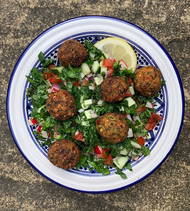 The heat wave finally reached Yorkshire and I'm loving every sweaty second of it. When it's hot I crave mezze so today was dedicated to falafel from scratch. My very simple recipe includes loads of parsley, and my falafel gurus @falafelguysuk inspired me to use whole coriander & cumin seeds to create an extra crispy texture. — — Step by step falafel tutorial is in my story today and I've also added it to my highlights! DM me with any questions! Now go forth and MAKE FALAFEL! — — #chickpeas #falafel #mezze #freshmint #corianderseeds #middleeasternfood #israelisalad #parsley #heatwave #yorkshire #chapelallerton #leeds #leedsfood #falafelrecipe #vegan #streetfood #vegetarian #veganmezze #vegmezze #israelifood #cumin #food52 #middleeasternstreetfood #simplerecipes