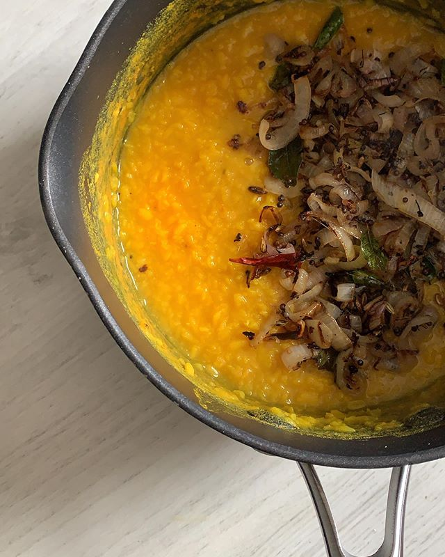 I made tarka dal for lunch yesterday. Why don't I do this more often? It was so quick and easy; 1/2 cup of split moong lentils simmered with turmeric for about 20 mins and 1 large shallot fried with ginger & spices. — — Oh and that glorious golden yellow colour is from my tin of @diasporaco single origin  turmeric. Their new turmeric (and cardamom!) harvest just dropped! Stock up NOW! — — #dal #tarkadal #daal #dhal #turmeric #adaptogen #ayurvediccooking #ayurveda #curryleaves #kadipatta #moong #cardamom #moongdal #diasporaco #singleorigin #womenowned #veganlunch #lunchgoals #nourishment #nutrition #lentils #fairtrade #pesticidefree