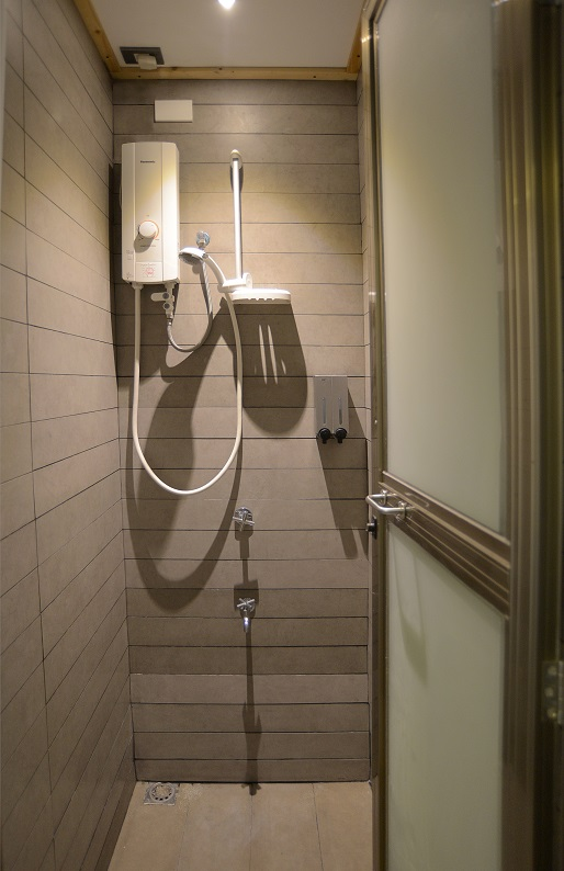 ROOM_ONE_SHOWER_DETAIL.jpg