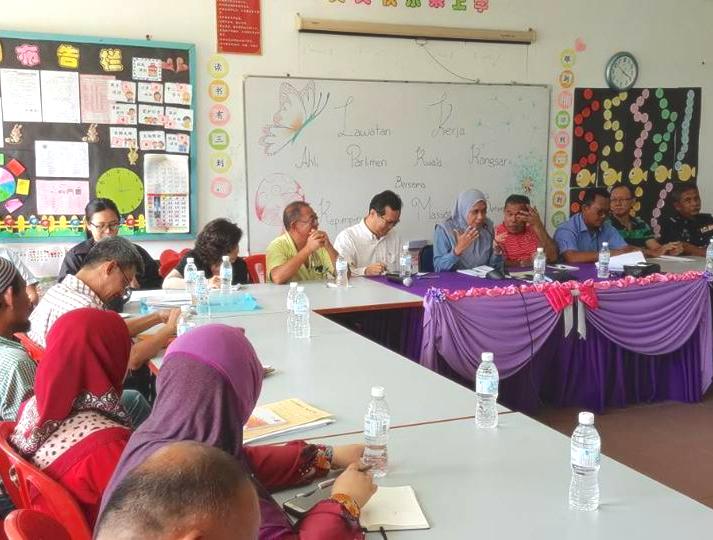 Lawatan Kerja (L.K) Zon-zon Parlimen Kuala Kangsar - Perjumpaan berbentuk 'townhall meeting'diantara wakil-wakil rakyat,agensi-agensi dan penduduk-penduduk dalam menyelesaikan isu-isu di sesebuah lokaliti dengan kadar segera.