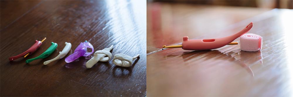 左の写真は、ユニバーサルかぎ針の試作品。最初は紙粘土や、樹脂粘土を使って、かぎ針のアイディアを形にしていった。何度も試作を重ね、右の写真の形が完成形。手が麻痺で動かない方や手の力が弱い方は、かぎ針の穴にバンドを通し手に固定して使う