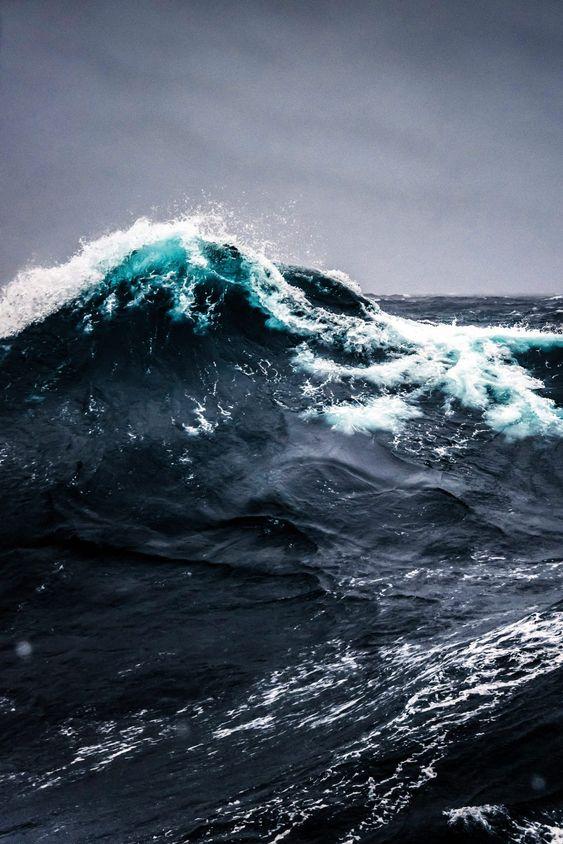 southern ocean waves.jpg