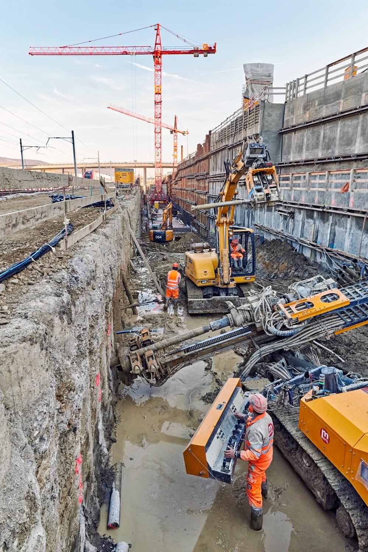 Rund 1250 Tonnen Beton werden von insgesamt 200 Arbeitern täglich verbaut.