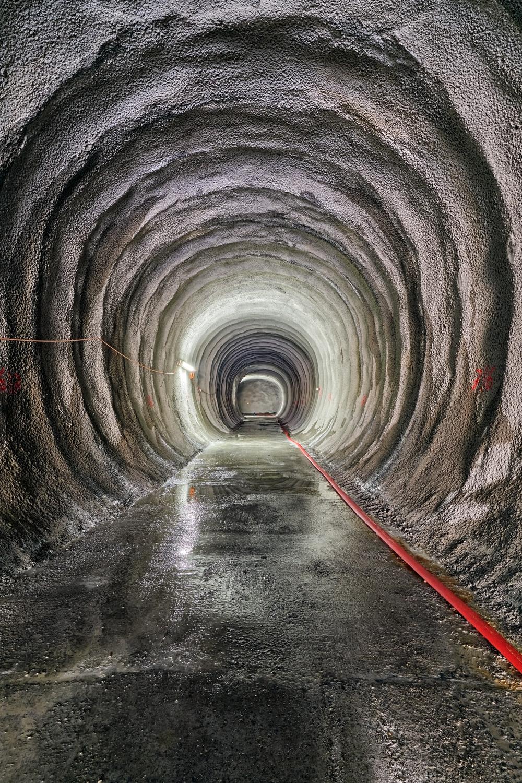 Stollen der Notausstiege Aarauerstrasse.  Bei den Notaufgängen herrschen besonders strenge Vorschriften. Insgesamt werden drei Notausstiege an den Haupttunnel angeschlossen.