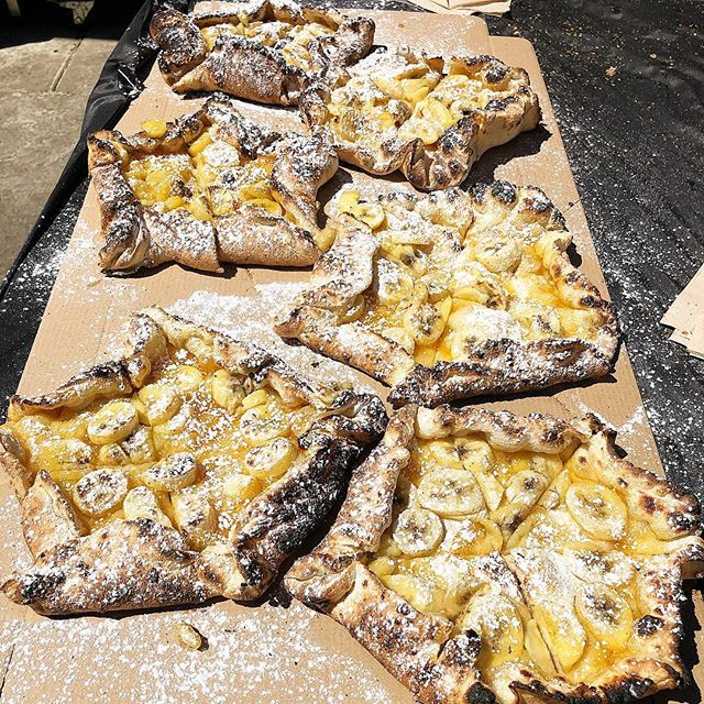 HOLY S#%T!!🔥🍌👅 Yes, that is a Caramelised Banana PIZZA Spread! #pizzaemergencycatering #pizzacatering #pizza #dessert #banana #caramel #catering #threecoursepizza #bananasinpajamas