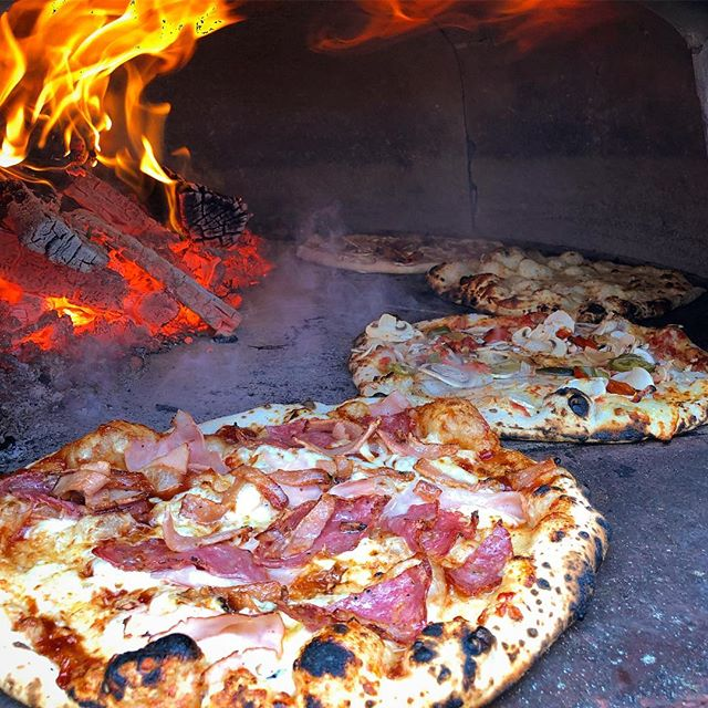 You wanna PIZZA me?🍕😎Get us for your next mother function! Enquire now via our website... #pizzaemergency #motherfunctions #pizzaemergencycatering #yum #pizza #bbqmeat #vegetarian #garlicandcheese #woodfired #woodfiredpizza