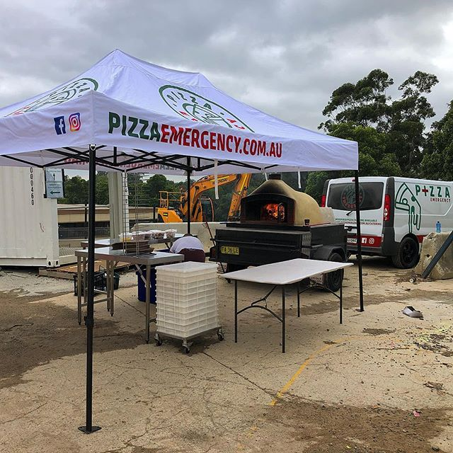 150 HUNGRY TRADIES at Castle Hill train station construction 🚧 Hopefully these Pizza's will hurry them up to finish 😂🍕😎😂 #goodworkboys #sydneytrains #pizzaemergencycatering #tradiesgettheladies #pizza #woodfiredpizza #castlehill #italianpizzacatering #fire