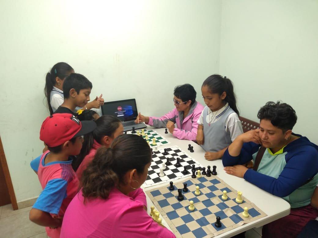 Chess in San Francisco Acuautla.jpg