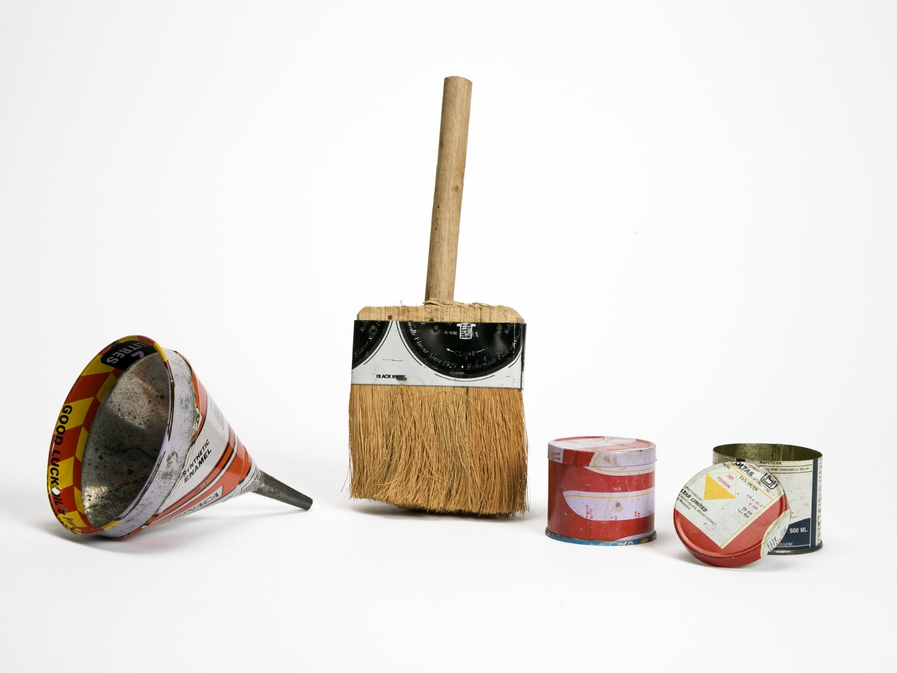 Sieve, brush and two containers