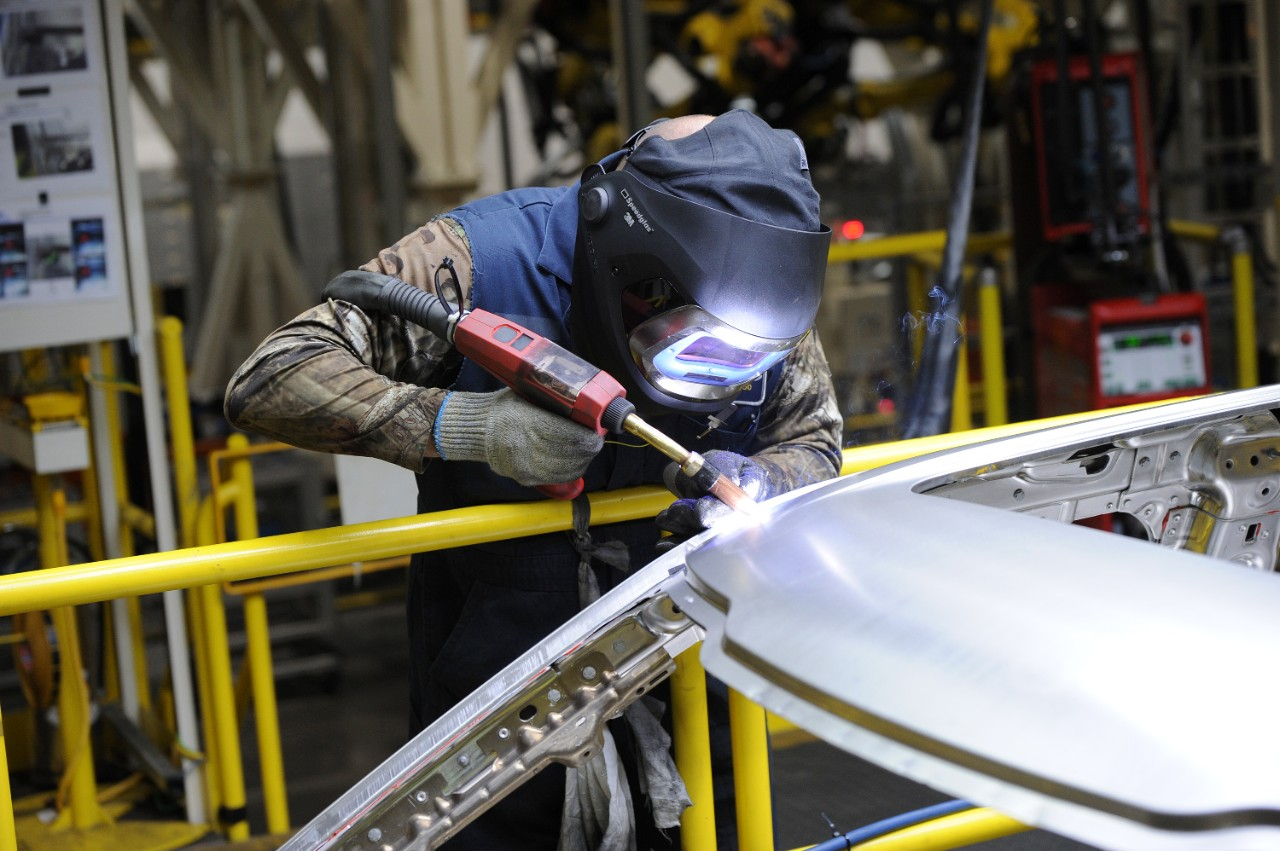 Properly welding aluminum sheet metal requires a MIG inverter welder witha a 220 to 240 volt power supply and synergic-pulsed technology.