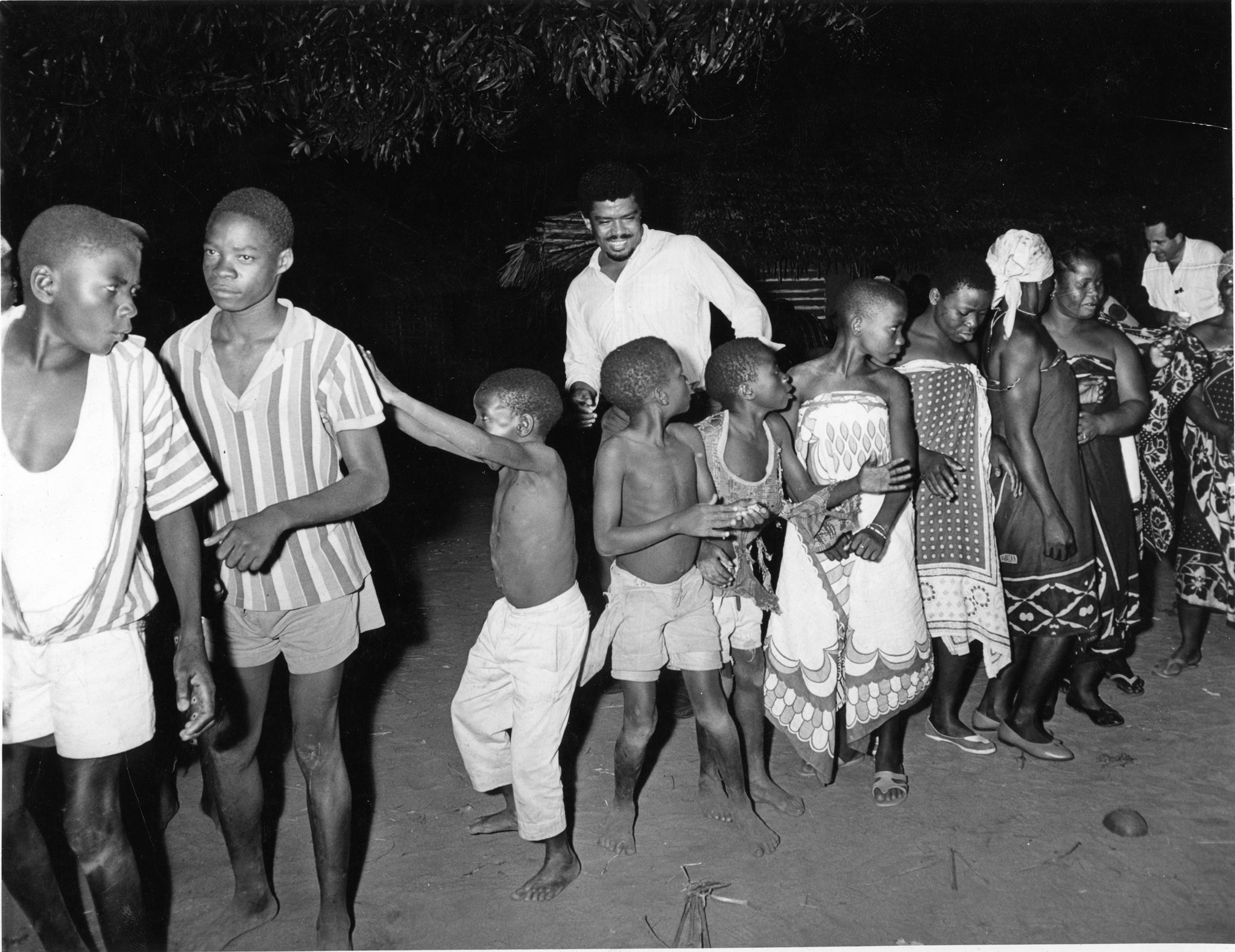 alvin-ailey-with-women-and-children-of-the-makonde-tribe-in-africa-1967-photo-courtesy-of-ailey-archives-1556818835.jpg
