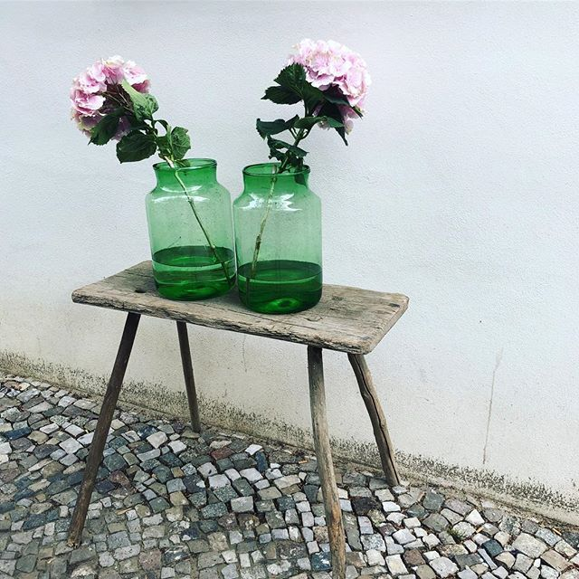 *Summer is here! We are open with plenty of new marvellous stuff! *Endlich ist es warm! Wir haben geöffnet net und ein Haufen tolle neue Ware!  #summervibes #neuedekofürzuhause #malwasändern #vintage #blumenvasen #gartenmöbel #happyfurniture #hyggehome #kleinesachenmachenglücklich #happyfurniture #coolinteriors #interiordesign