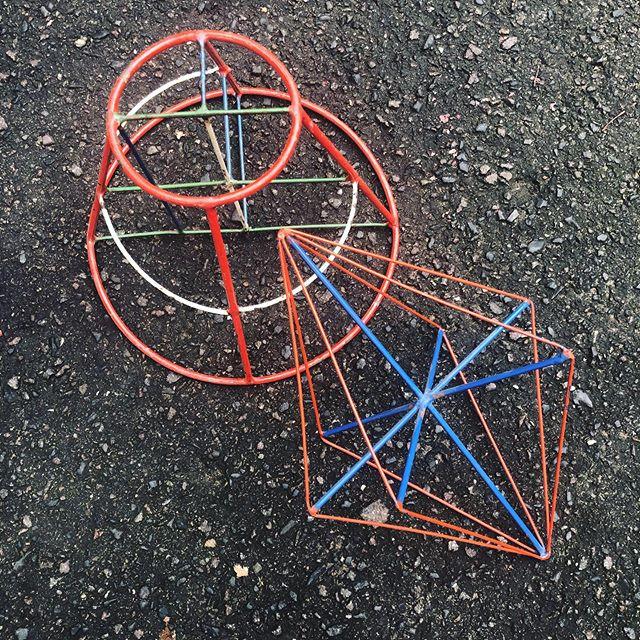 Geometrische Variabeln... . #geometrie #formen #mathematischemodelle #kube #pythagore #vintagesculptures #vintagestyle #vintageart #