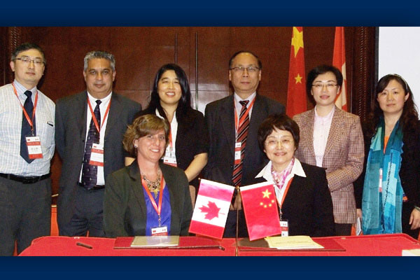 Professor Cynthia Whitehead (front, left) signing the memorandum with Professor Zhu Shanzhu (front, right), dean of the Department of General Practice, Shanghai Medical College, Fudan University