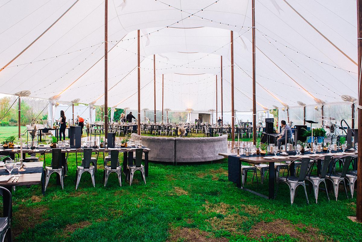 linens-rental-runner-indigo-pa-wedding1.jpg