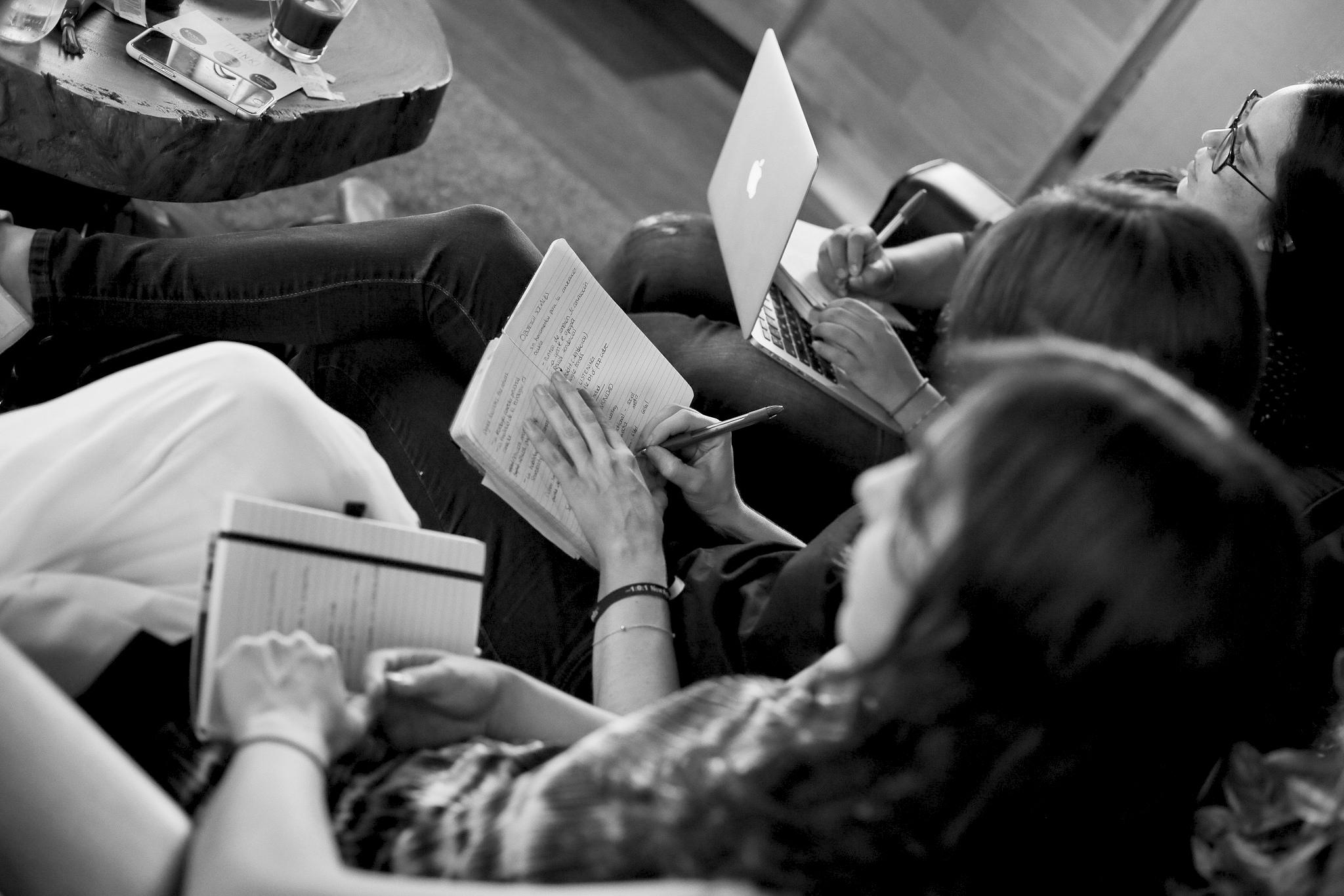 MISIÓN - Desarrollar profesionales que transformen su realidad positivamente; dispuestos a encarar los cambios permanentes con espíritu de colaboración y trabajo en equipo.Ser la opción académica formal para el talento diferente y el pensamiento lateral, otorgarle las herramientas indispensables para la competitividad en un mundo sin fronteras intelectuales.