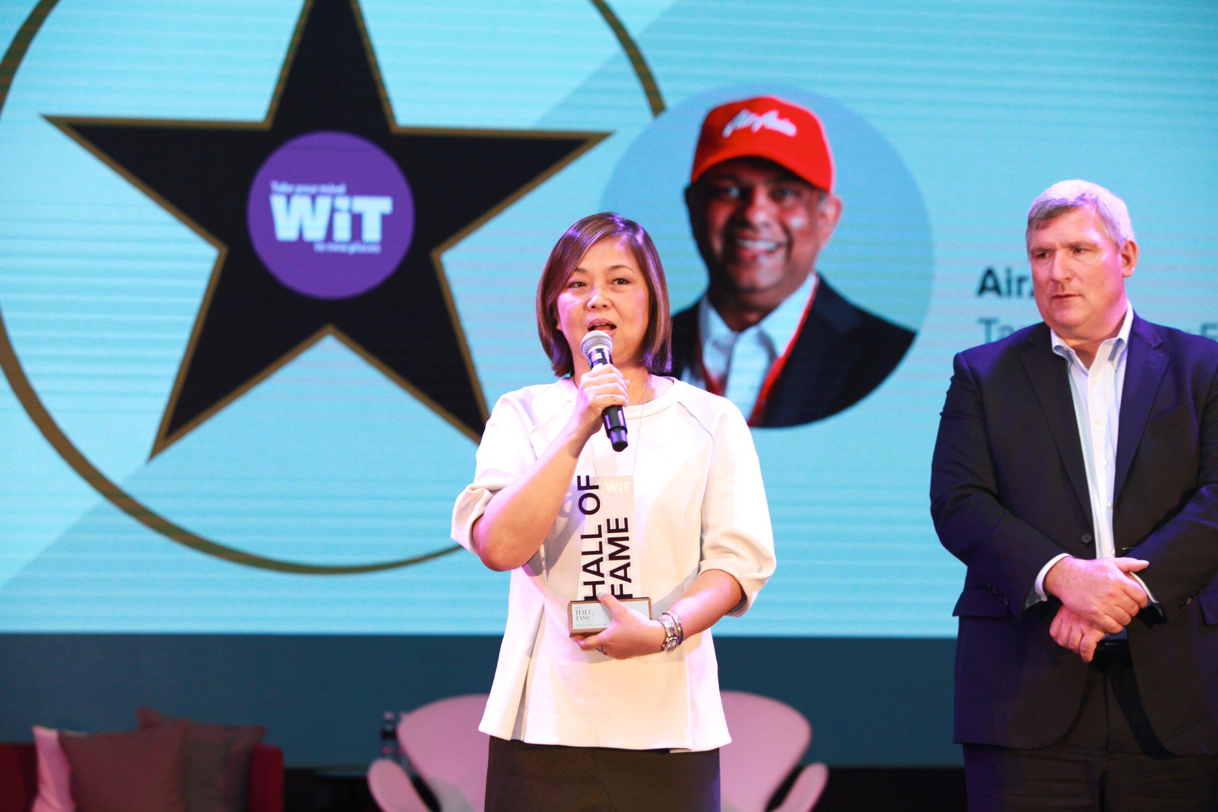 Kathleen Tan, President, China & North Asia, AirAsia accepting the award.