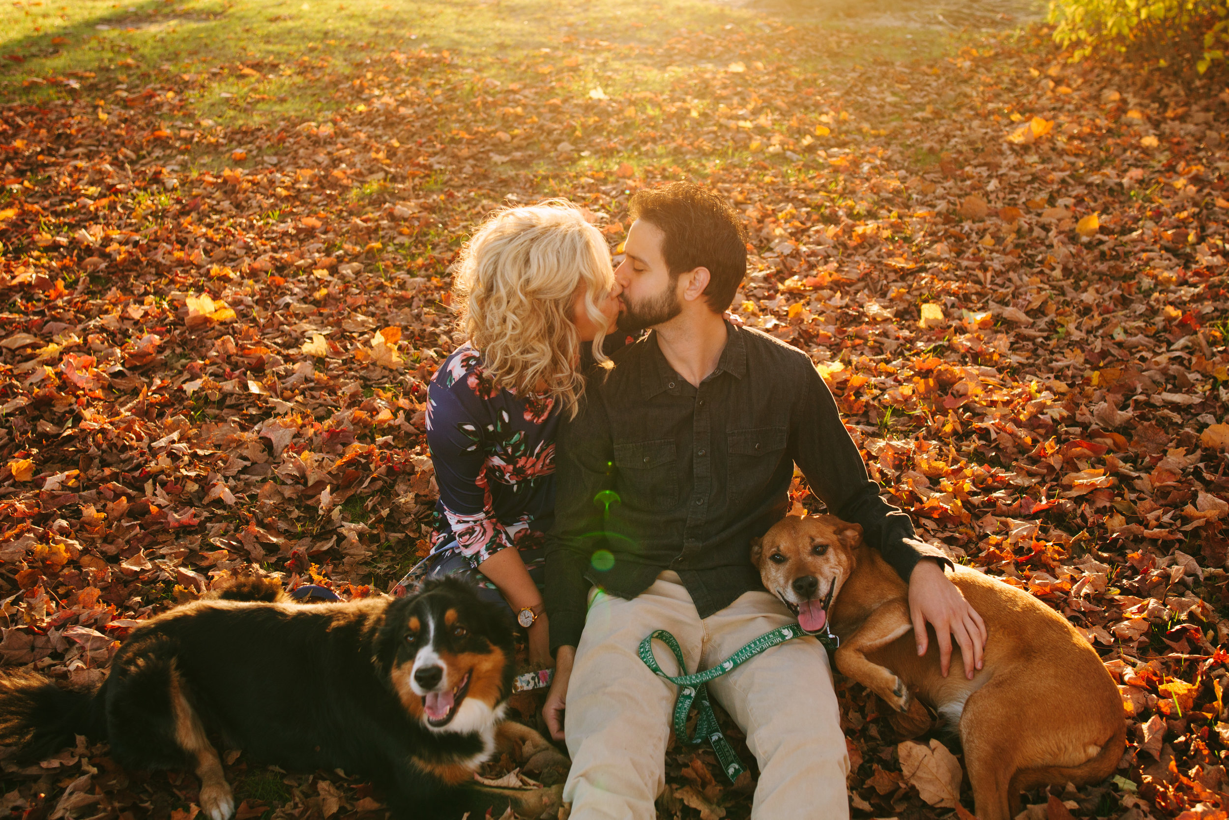 charltonpark_engagementsession_grandrapidsphotographer_grandrapids_hastings_michiganwedding_fallengagement_fallwedding_jdarlingphoto_jessicadarling_westmichiganphotographer_wedding_fall_rusticwedding  024.jpg