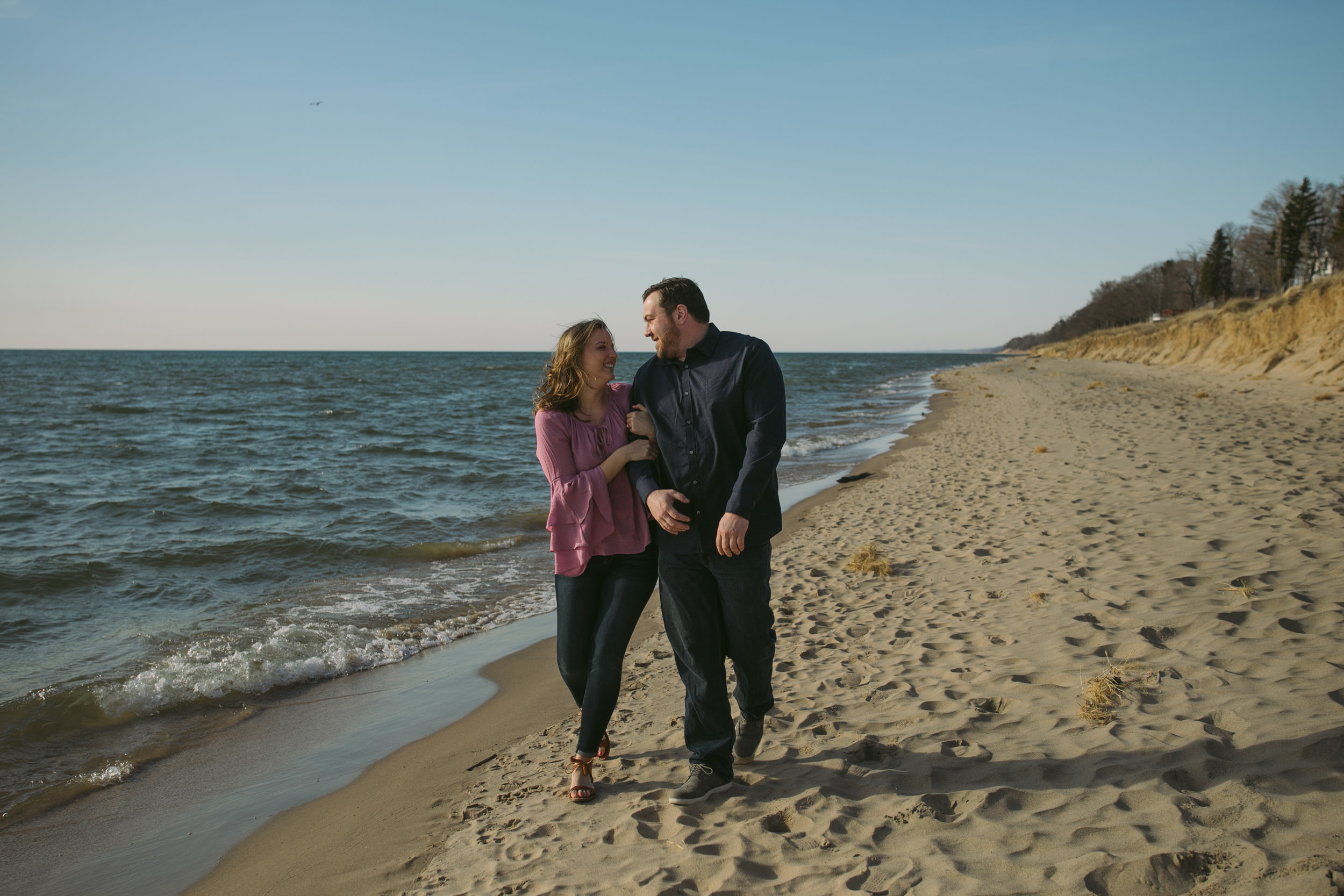 grandrapidsphotographer_hollandmichigan_hollandphotographer_lakemichigan_beachwedding_grandrapids_engaged_jessicadarling_jdarlingphoto_beachengagement007.jpg