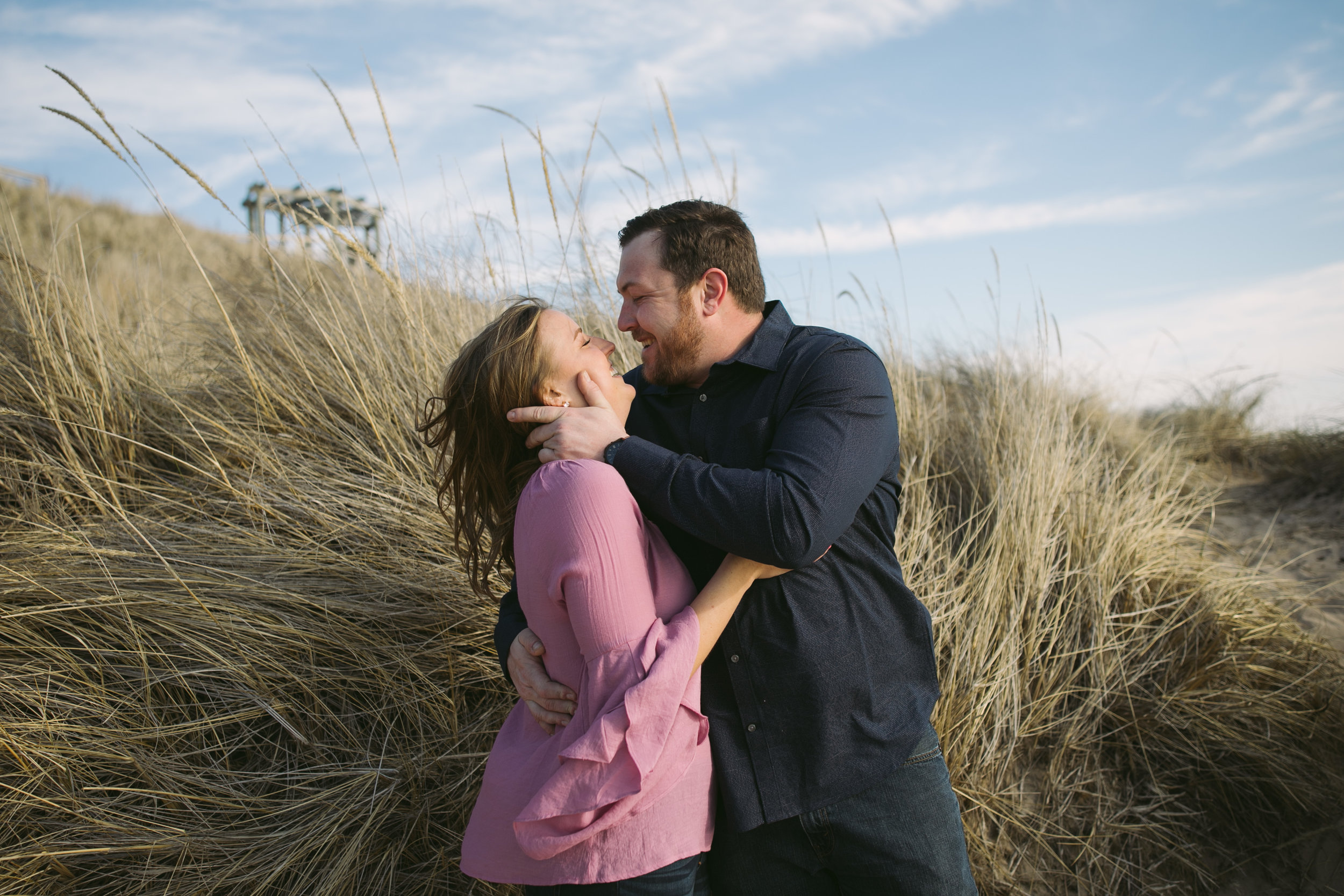 grandrapidsphotographer_hollandmichigan_hollandphotographer_lakemichigan_beachwedding_grandrapids_engaged_jessicadarling_jdarlingphoto_beachengagement010.jpg