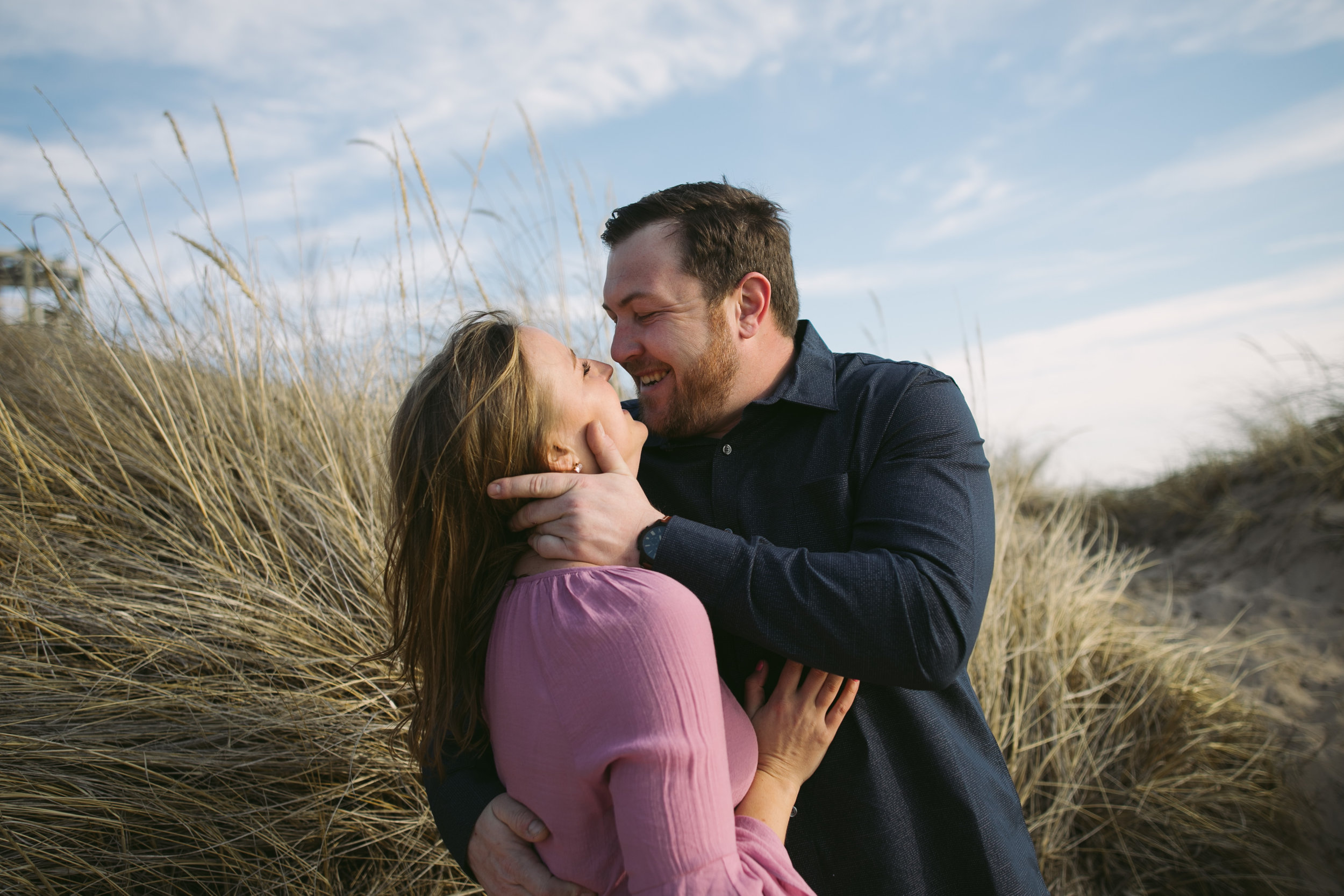 grandrapidsphotographer_hollandmichigan_hollandphotographer_lakemichigan_beachwedding_grandrapids_engaged_jessicadarling_jdarlingphoto_beachengagement011.jpg