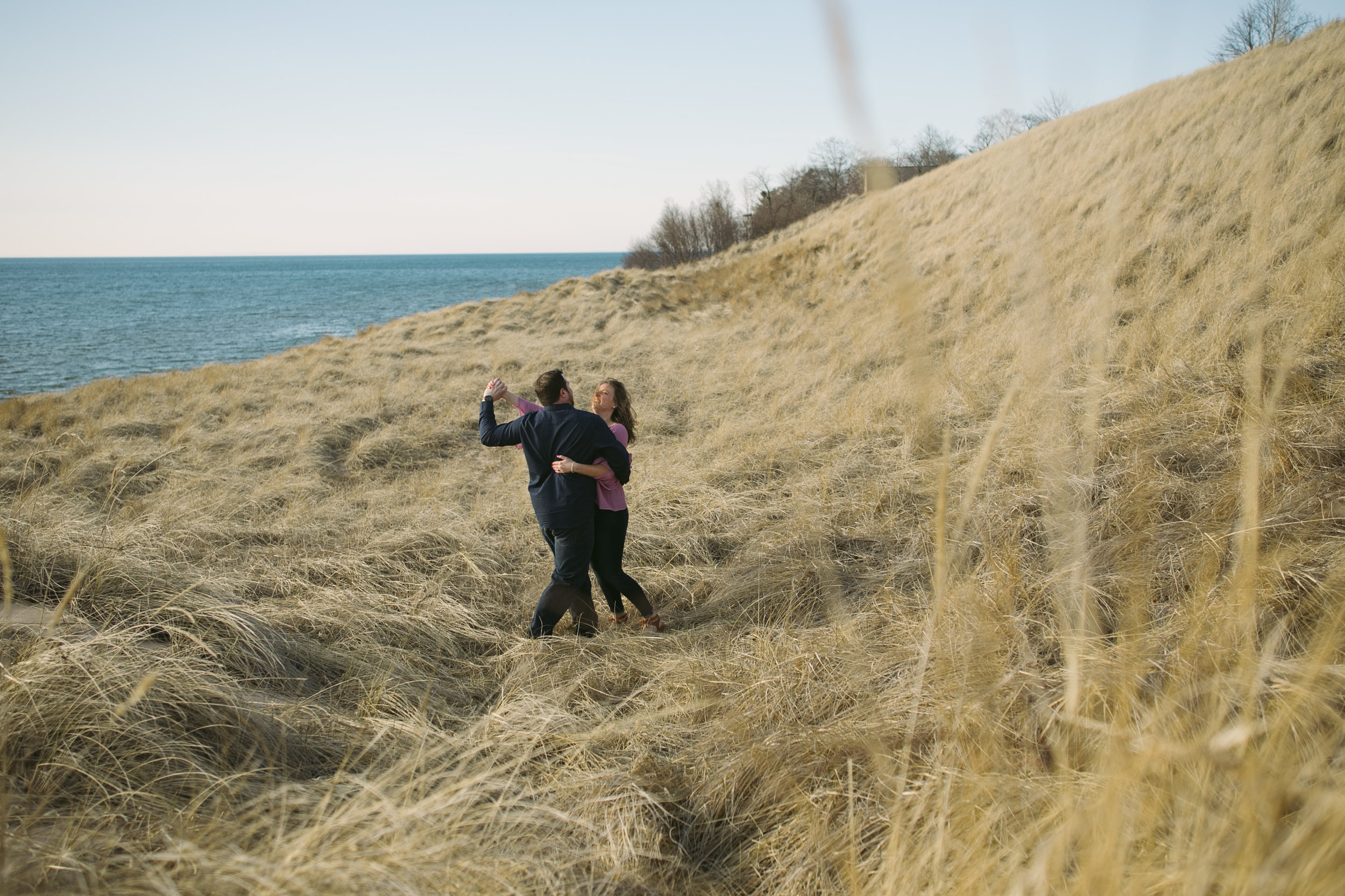 grandrapidsphotographer_hollandmichigan_hollandphotographer_lakemichigan_beachwedding_grandrapids_engaged_jessicadarling_jdarlingphoto_beachengagement013.jpg