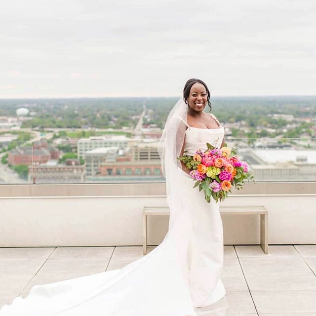 🥰 So chic & so bridal! Thank you so much Mary for including us in your beautiful wedding day! #MGCrealbrides . . Photography: @danielle_harris_photography  Planner: @emilyventuradesigns  Venue: @conradindy  Florist: @jpparkerflowers