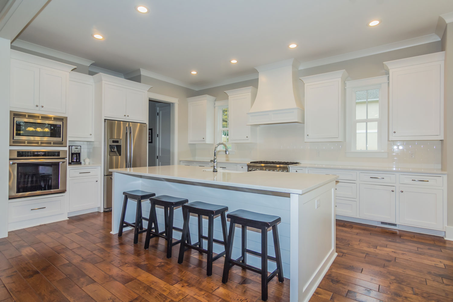 911-Seabrook-Court-kitchen.jpg