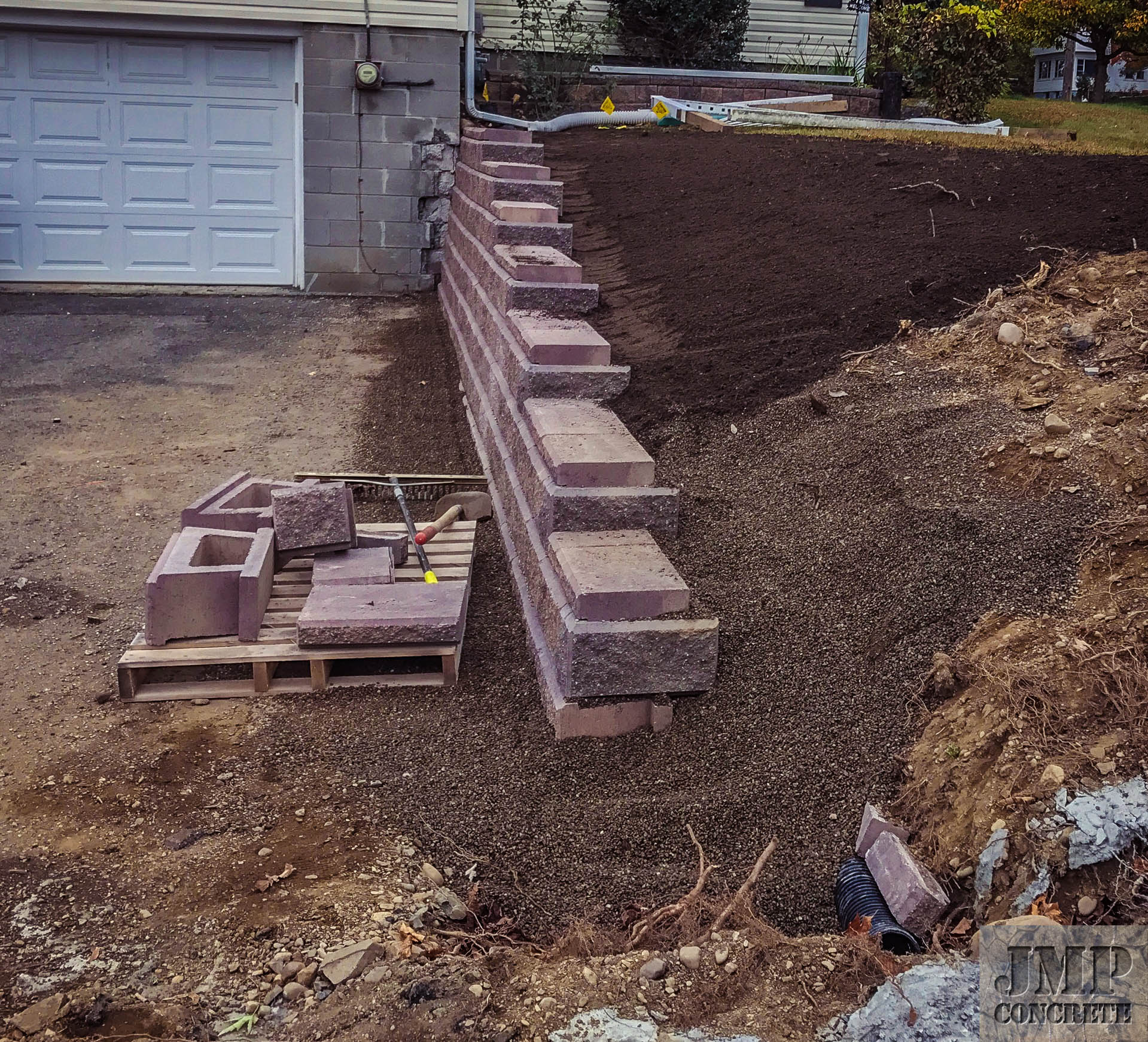retaining wall garage.jpg