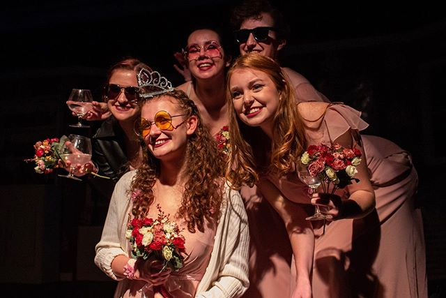 You have two more chances to see FIVE WOMEN WEARING THE SAME DRESS: tomorrow and Saturday at 8PM! Ticket link in our bio! 💐