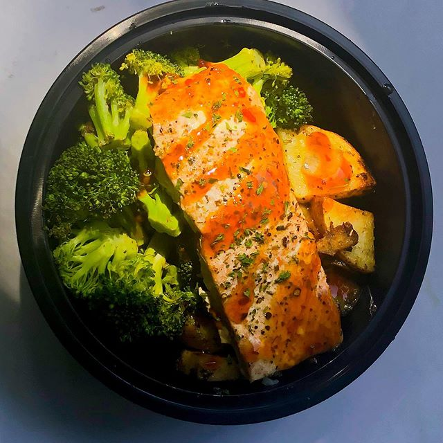 Your post workout meal awaits... -salmon filet -steamed broccoli -roasted rosemary potatoes ============================ #SignatureAffairs #LetUsCookForYou #ChefLife #Cheers #Bartending #Tasty #GoodFood #TravelingChef #fitness #fitfam #CateringAtlanta #Weddings #PrivateDinners #Parties #CorporateEvents  #RealMenCookToo #MealPrep #Foodbloggers #EventPlanning #MealPlanning #Guarantee #Foodie #Atlanta #asignaturetouch  www.signatureaffairsatl.com