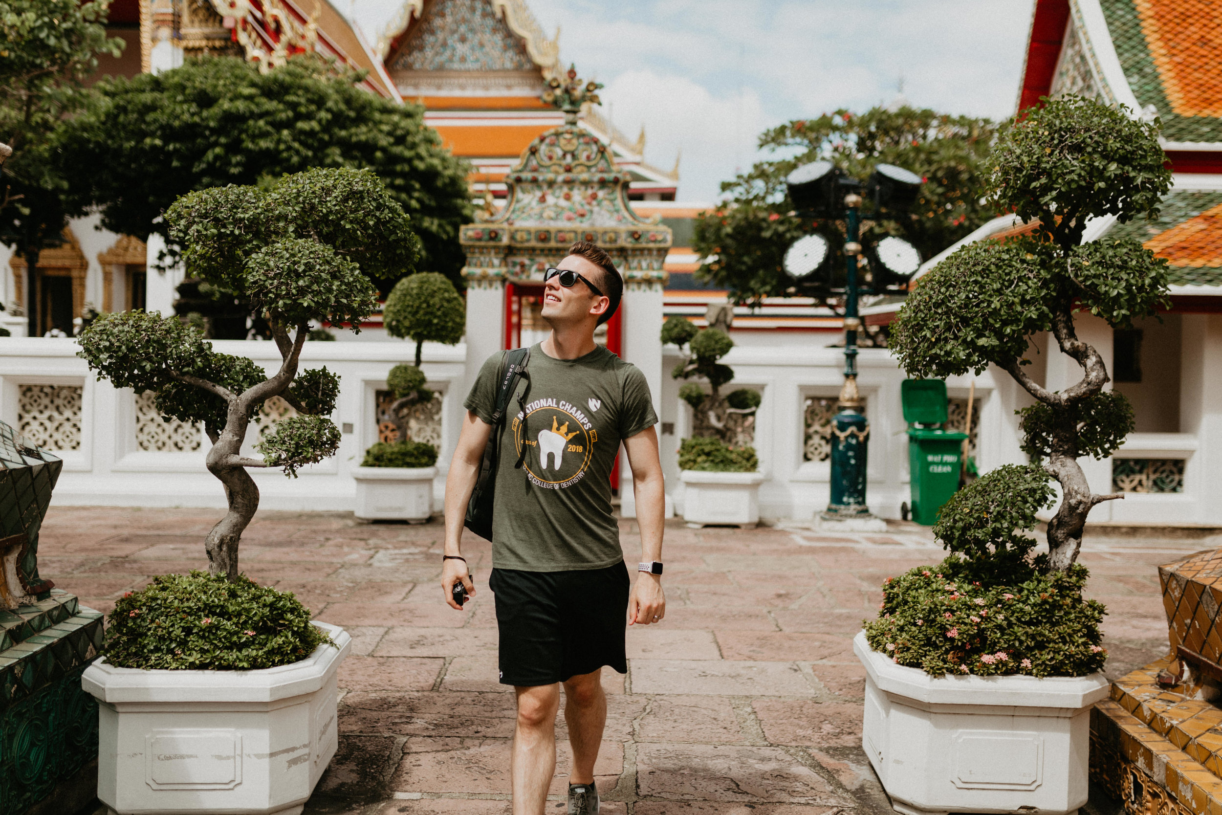 Man walking in Wat Pho.jpg