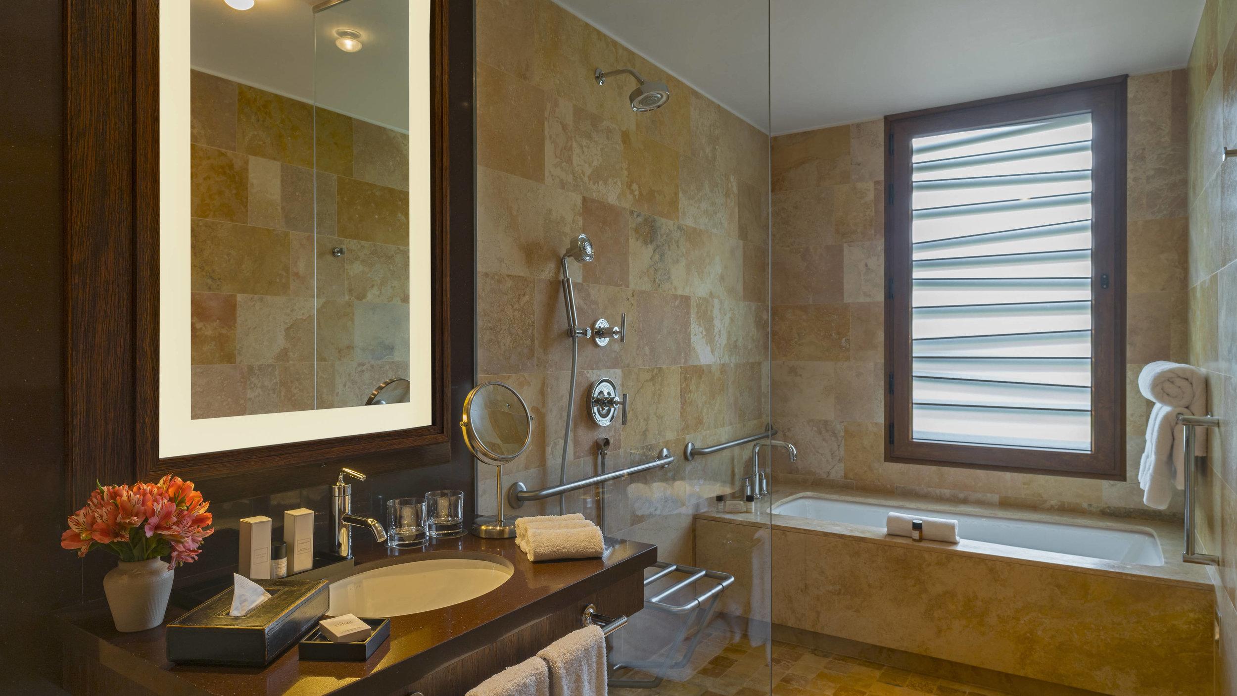 cuztl-bathroom-5212-hor-wide.jpg