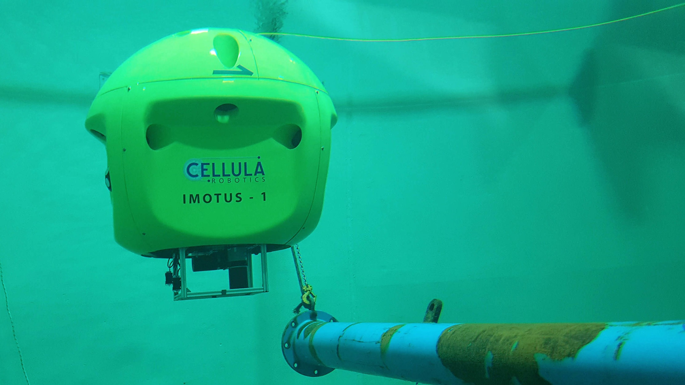 Snag Resistant Design - Imotus is designed to be snag resistant for use in complex enclosed spaces. If the optional fiber optic umbilical becomes snagged, Imotus can autonomously cut it and follow a safe route to the extraction point for recovery.
