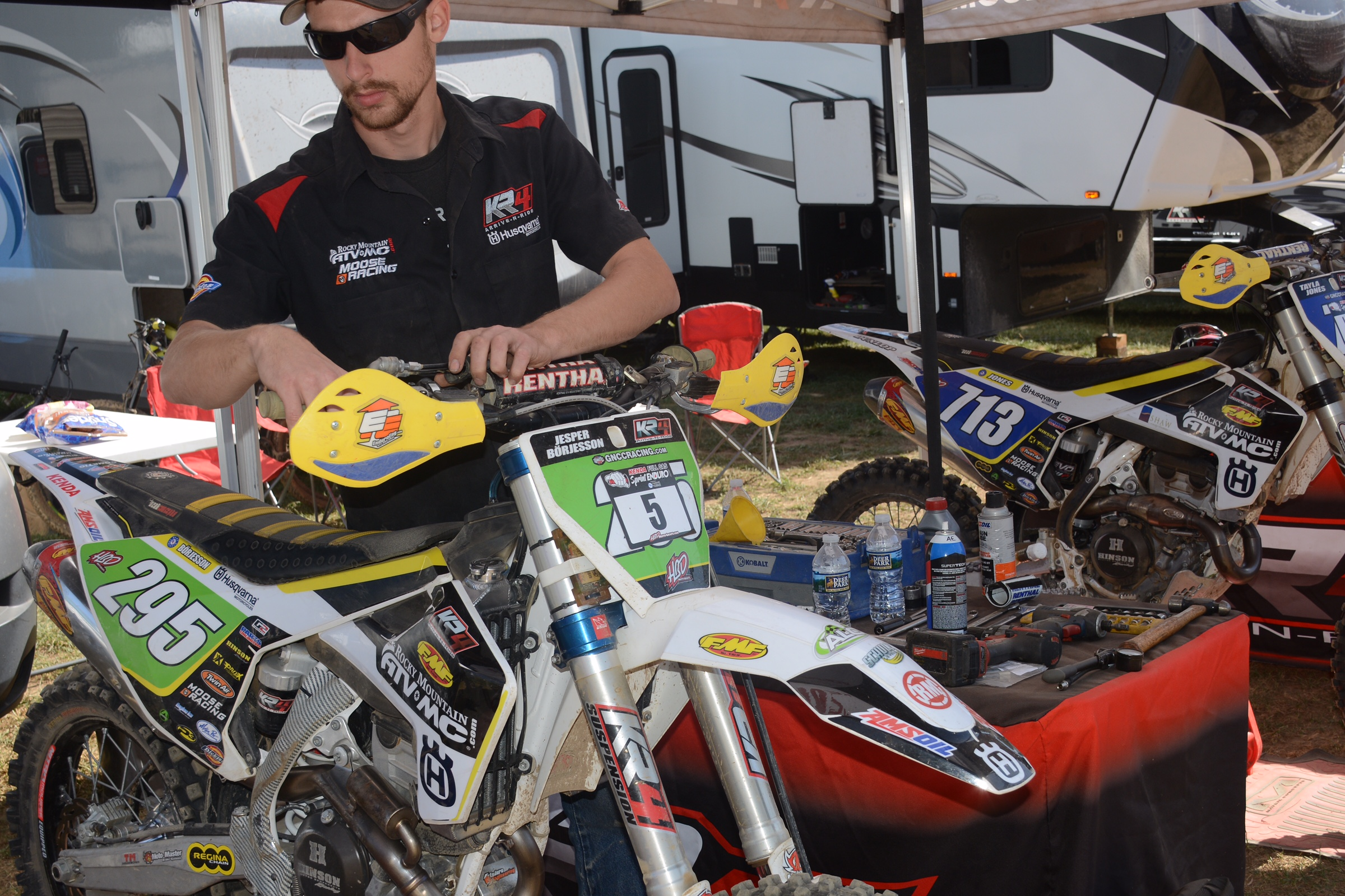 Lead mechanic, Aaron Evans, pulled triple duty this weekend and worked both days helping both Tayla Jones and Jesper Börjesson, along with Mike McLean!
