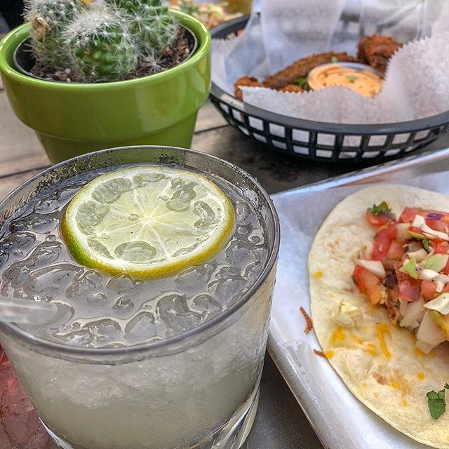 so i heard it's #nationalmargaritaday🍹 i loveeeee margaritas 🥰 whether they are on the rocks, frozen, flavored, rimmed, no rim, it doesn't matter! i love it all 😋  happy hour starts in just a couple of hours 🕓🕜 AND it's Friday! go grab yourself a margarita and celebrate this national holiday 🤣 i know i am 🤪  for all of my margarita drinkers, how do you like yours?! share below ⬇️ also quick side note, can you believe there is no lime emoji?! 😯🤦🏾‍♀️ c'mon Apple! 😡