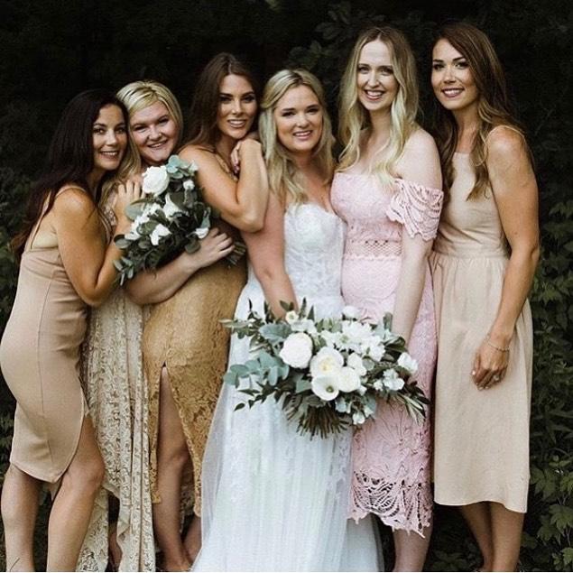 Bride tribe goals! 🙌🏼 Photo @joanna.crichton  Make-up:Julie Lynas @jugiefruit @glitzgalz  Hair: Sarah Young @glitzgalz • • • #makeupartist #makeupandhair #bridal #bridetobe #wedding #weddingday #mobilemakeup #mobilehair #muskokamakeupartist #muskokawedding #muskokaweddings #newmarketweddings #muskokabride #georgianbayweddings #weddings #bridalmakeup #bridalhair #weddingmakeup #weddinghair #weddingbells