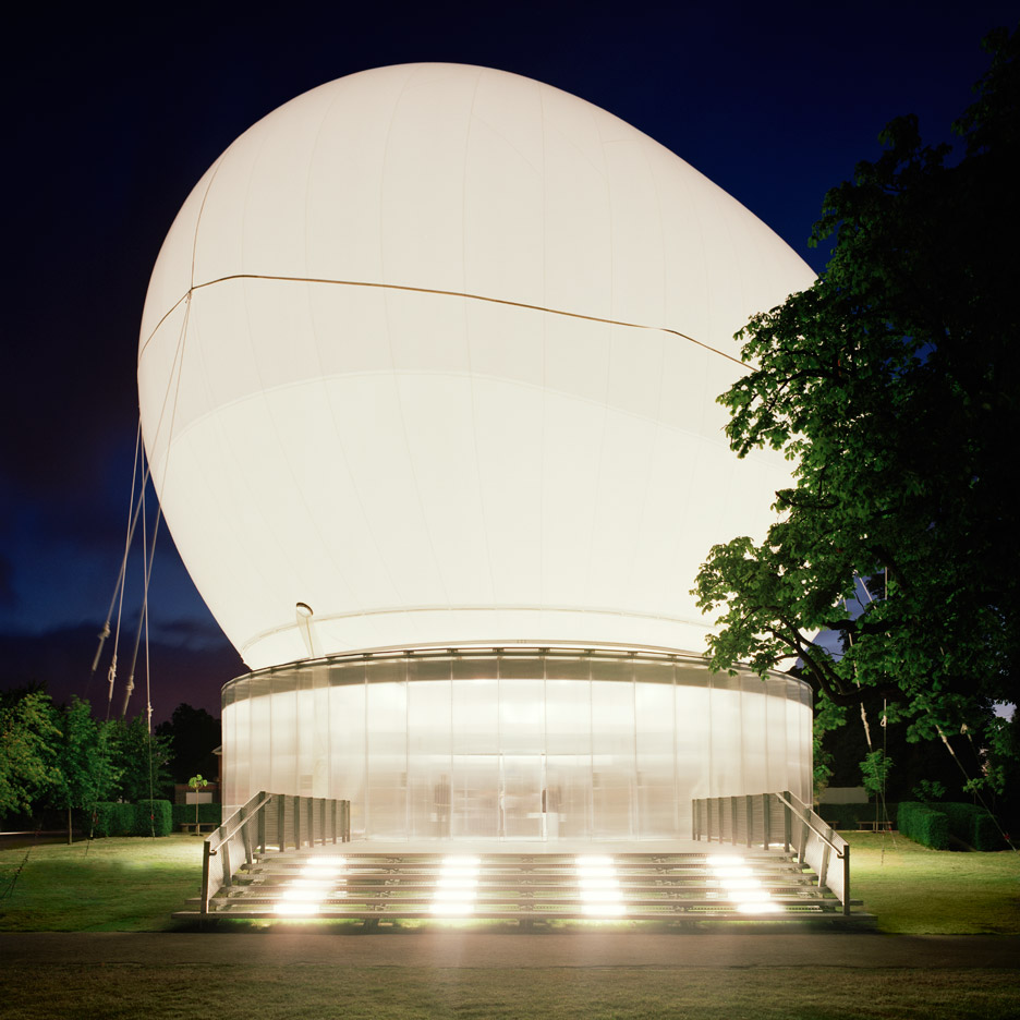 05 Serpentine-Gallery-Pavilion-by-Rem-Koolhaas-and-Cecil-Balmond 2006.jpg