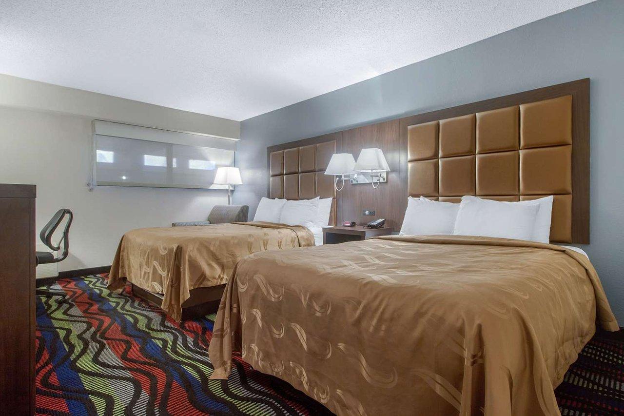 guest-room-with-queen.jpg