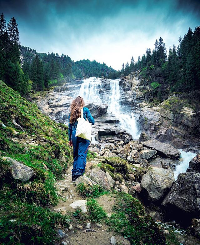 Varje gång vi repostar något från @swedishvikingprincess blir det like-rekord, inte så konstigt va? Denna bild gillar vi lite extra 🤔inte så konstigt va? 📷: @tjwallasch #onedgeinspiration #chasingwaterfalls