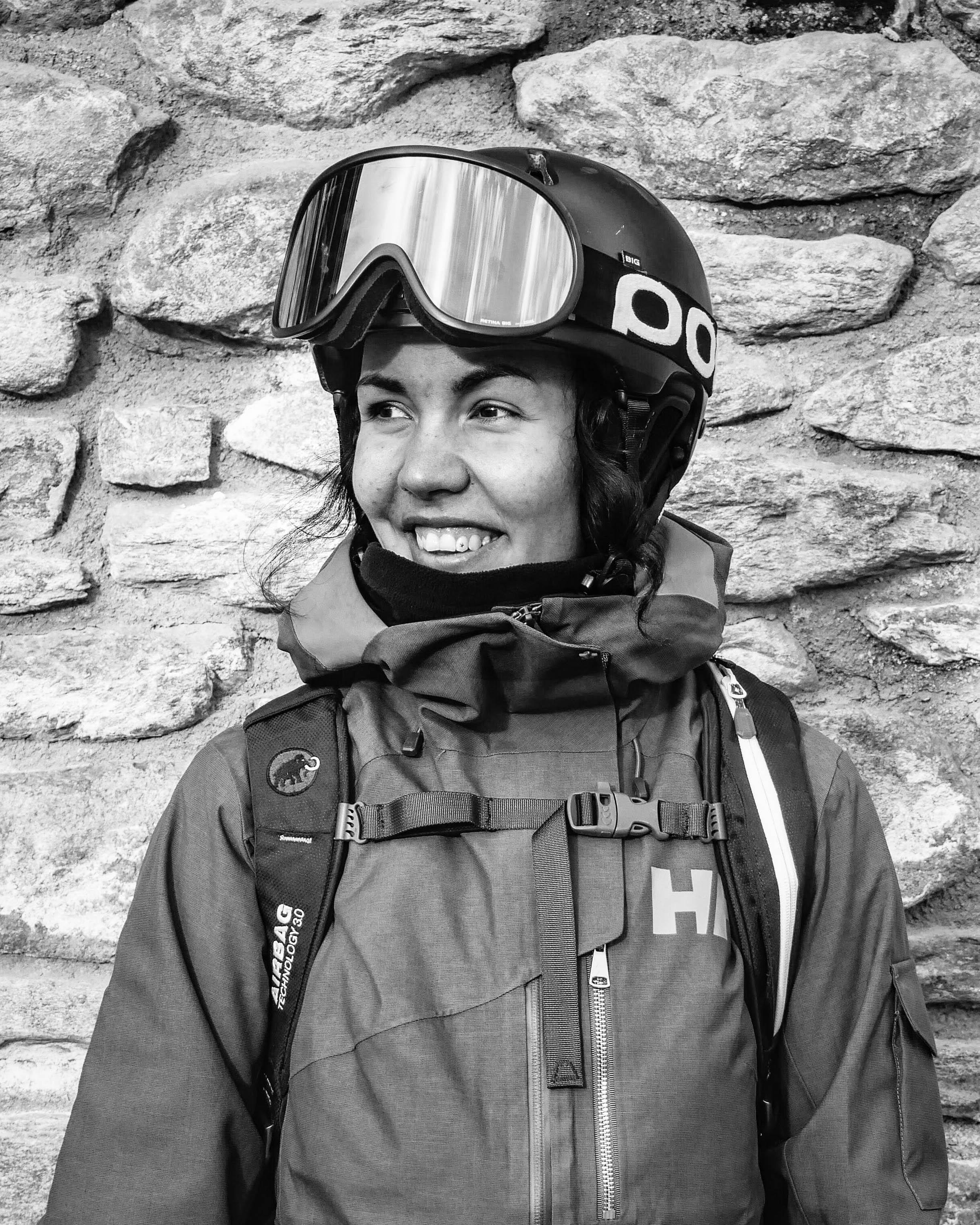 """Sofie Gidlund   """"Som en adrenalinsöknde naturälskare tar jag mig an utmaningar med ett stort leende. Genom hela mitt liv har jag varit aktiv i flera sporter, men skidåkning är utan tvekan min största passion. Pist, off-pist, eller backcountry. Jag älskar att utmana mig själv på berget. Inget slår känslan att klara av något nytt som jag vet är utanför min comfort zone."""""""