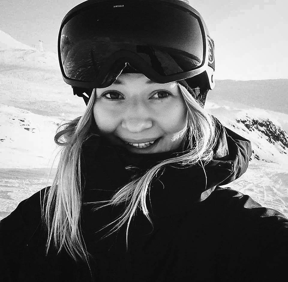 """Ida Löfqvist   """"Frihetskänslan och farten på skidor har alltid varit en trygghet för mig. Att utmana mig själv, ta risker och känna kicken av att sätta det i tävlingssammanhang är något helt nytt och utanför min comfort zone. Jag är laddad inför att pusha limits och köra mina första FWQ-tävlingar i vinter."""""""