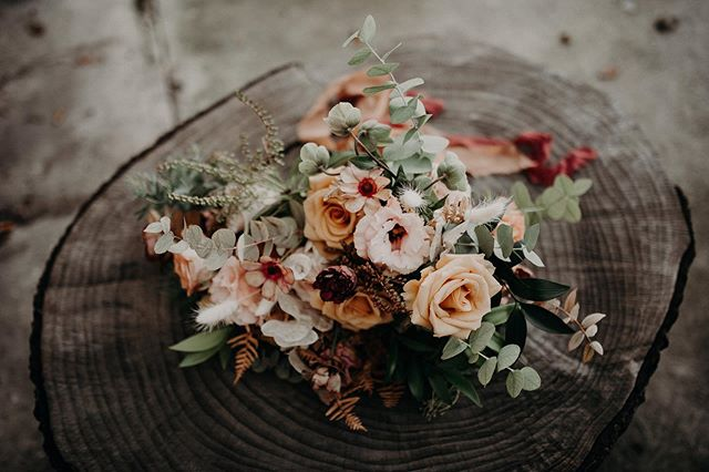 Looking back through photos from last years weddings and events I've realized it's so hard to pick a favorite season when flowers are concerned. Each season has its own special bounty and that's honestly my favorite part about what I do!  Not going to lie though, can't wait for all the bronze colored dried fern later this year!!! Photographer: @jonandjessstudio  Florals: @huckleberryblooms  Venue: @the_sycamore_downtown